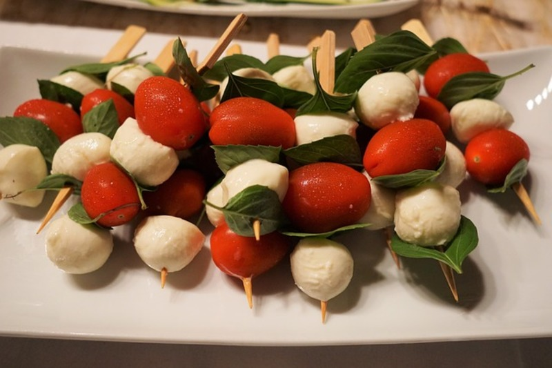 tomato and cheese skewers
